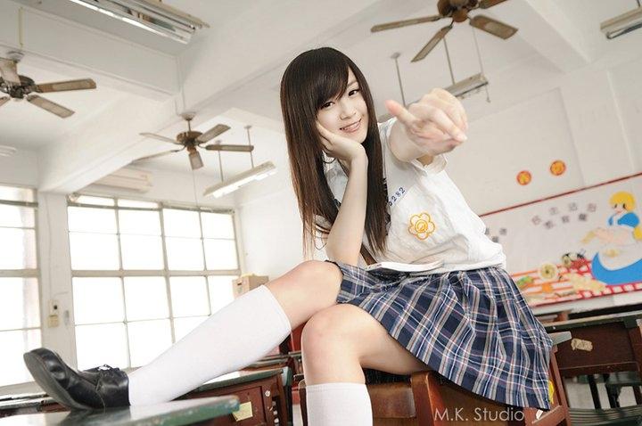 这样可爱的女生在校园里很难不引起骚动说